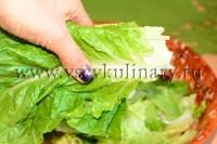 листья салата порвите руками на части